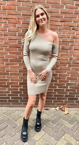 Off shoulder jurk Nela Beige